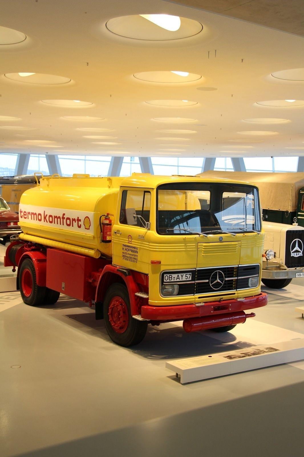 Mercedes benz lp 1513 fuil oil tank truck in 1965 mercedes benz introduced