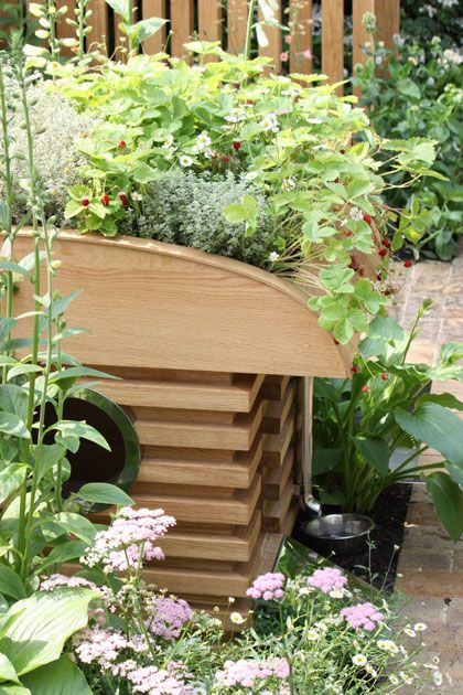 A Dog House With Plants On Top Great Idea Keeps The House Cool