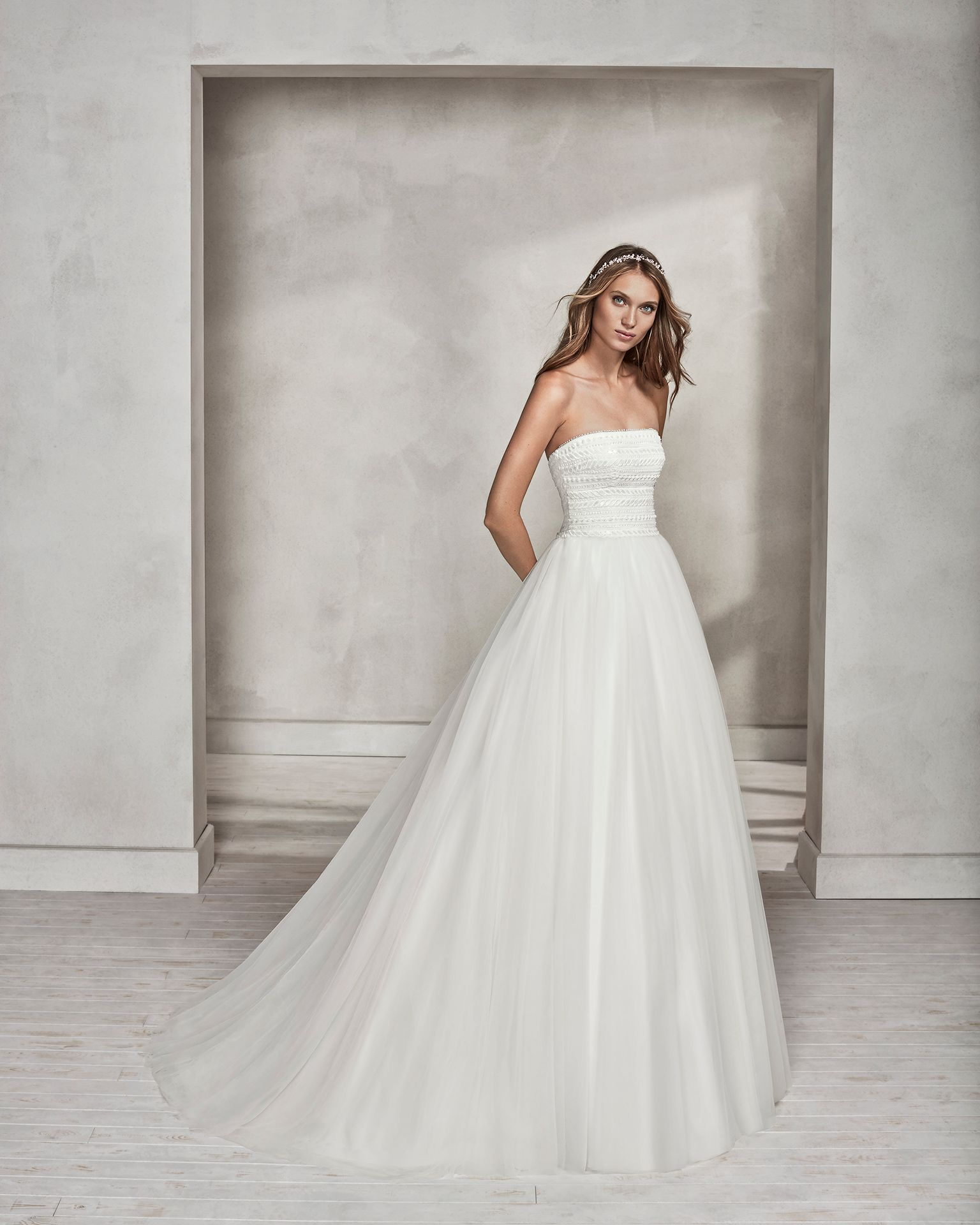 Princessstyle beaded guipure lace and tulle strapless wedding dress