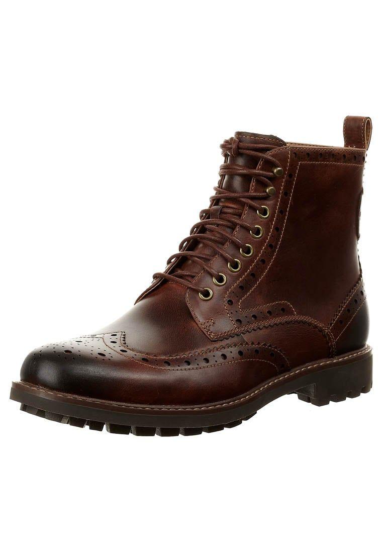 9e7d8fa59 ¡Consigue este tipo de botas con cordones de Clarks ahora! Haz clic para ver