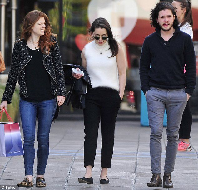 Kit harington dating emilia clarke
