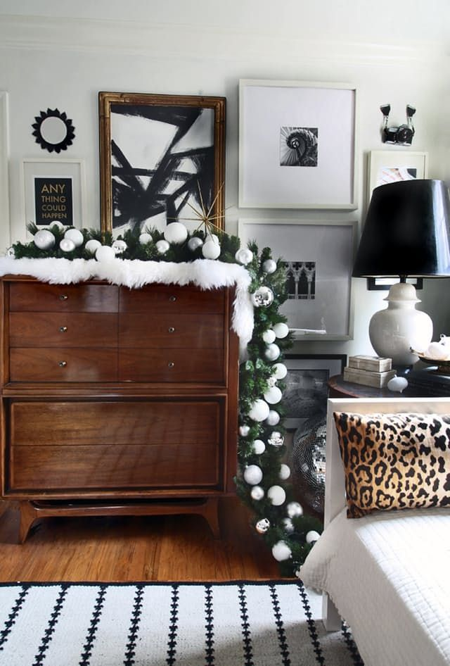 Holiday Decorating Ideas With Evergreen Garlands | Apartment Therapy