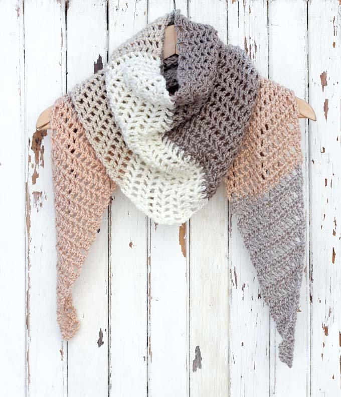 Desert Winds Modern Crochet Triangle Scarf | Moderno, Ganchillo y Gorros