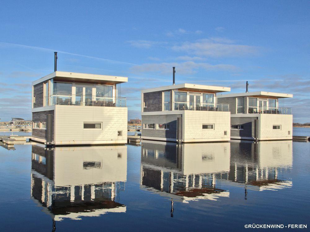 Floating Houses Typ 100 In Kroslin Buchbar Uber Ruckenwind Ferien De Ferienhaus Am Strand Traumhafte Strandhauser Hausboot