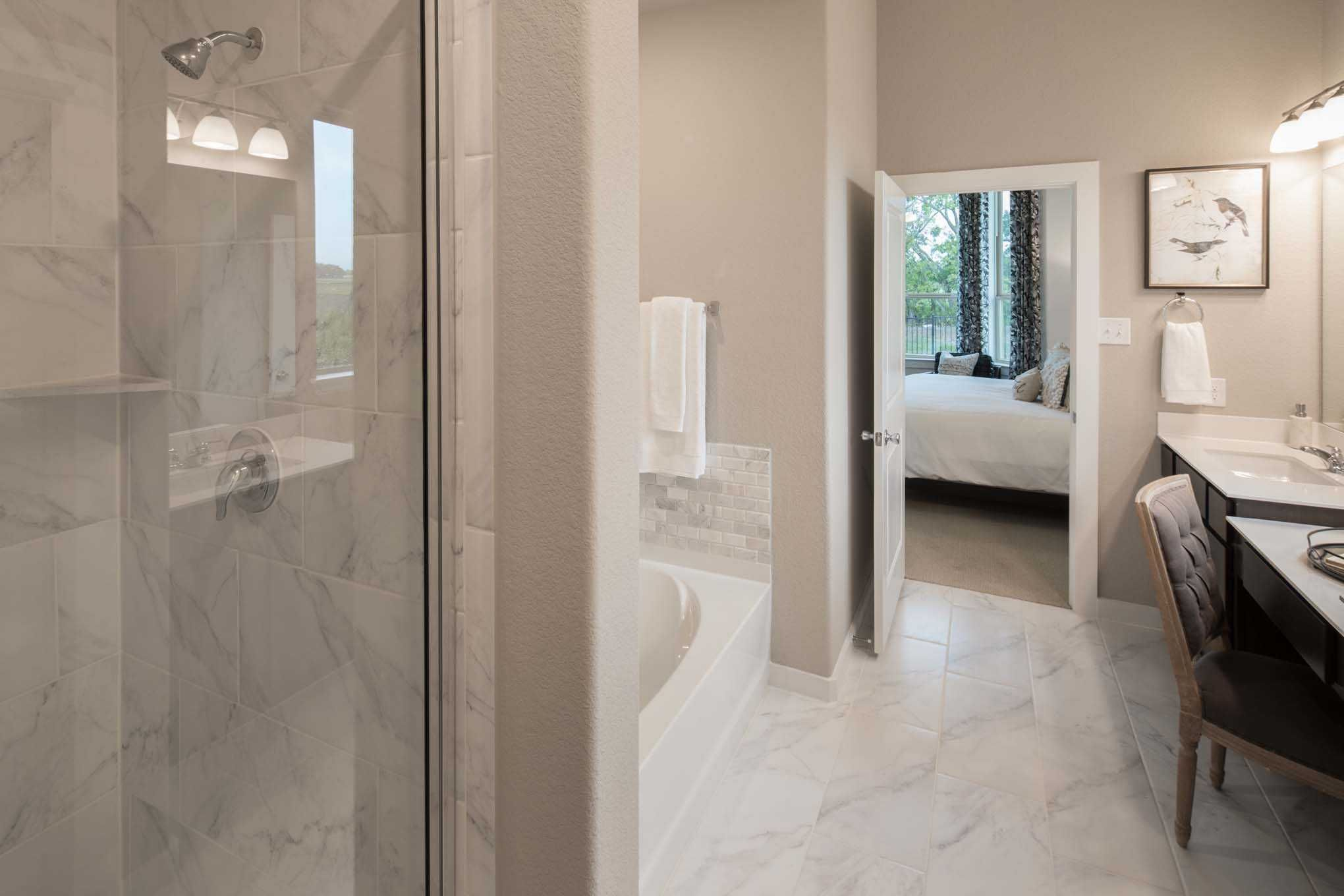 Master Bathroom In Highland Homes Amberley Plan At 5724 Toscana