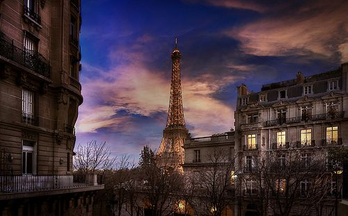 Eiffel Tower (by photoserge.com)