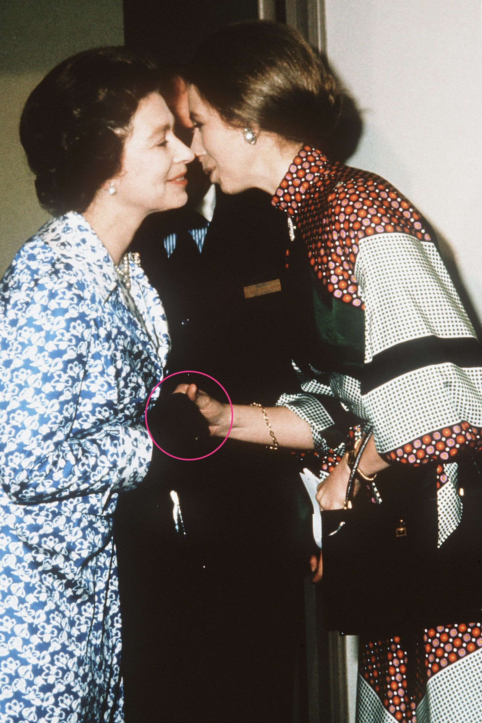 Body Language Experts Analyze Queen Elizabeth's