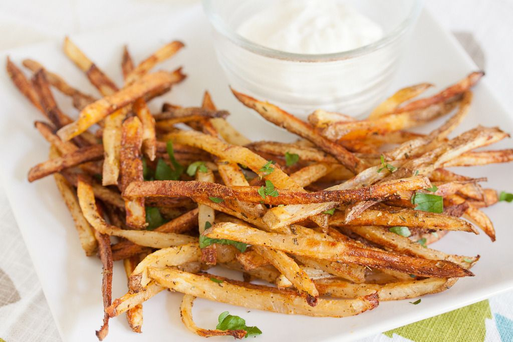 Gojee - Oven Baked Garlic Fries with Garlic Aioli by Pixelated Crumb