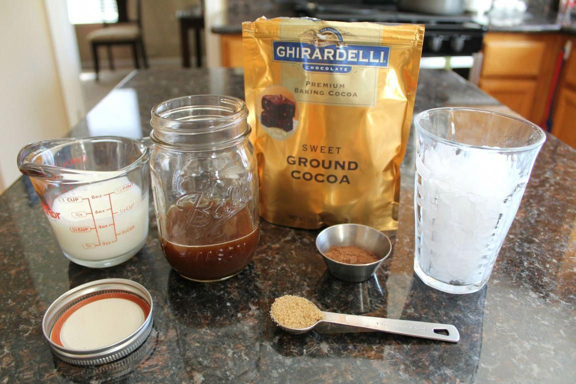 Make your own iced mocha coffee at home in less than 2