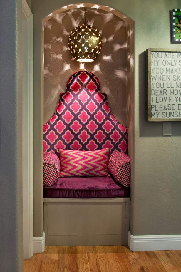 Check Out This Moroccan Inspired Reading Nook With Hot Pink And