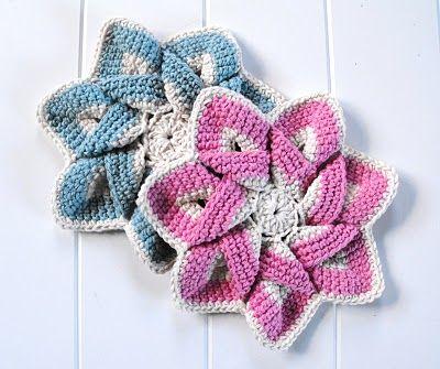 Raggedy Owl: crocheting flowers ~ free pattern