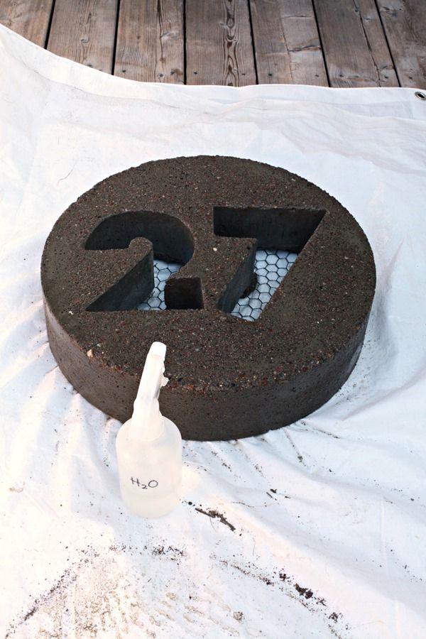 hausnummer als gartendeko in concrete the. Black Bedroom Furniture Sets. Home Design Ideas
