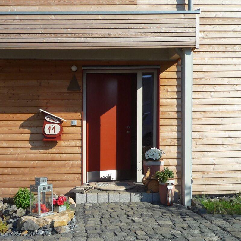Holzhaus Eingang Tür und Vordach | Eingang | Pinterest | Vordach ...