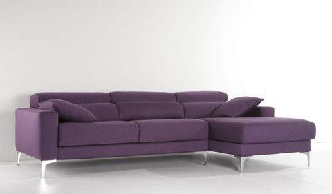 Sofá chaiselongue de tela modelo HUDSON en color berenjena