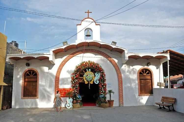 Ponto de grande visitação, a Igreja de Guadalupe, em Porto Vallarta é o retrato da fé mexicana