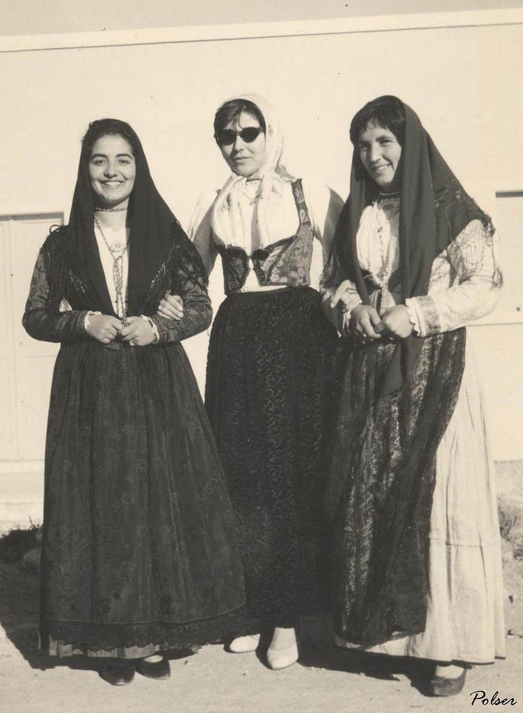 Perdas tre donne in costume sardo 1960  #TuscanyAgriturismoGiratola