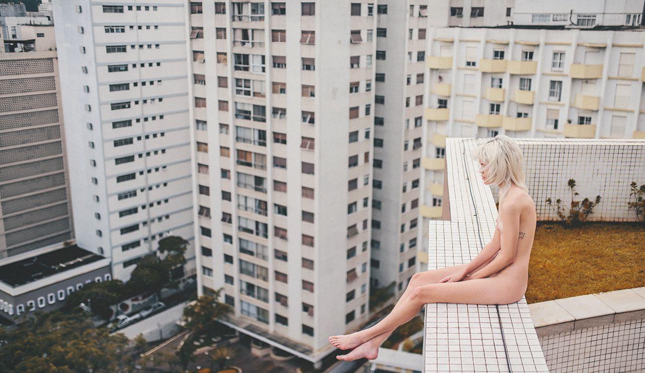 """365 nus.  O fotógrafo Fernando Schlaepfer lançou um projeto intitulado #365nus, com o qual se responsabilizou a publicar uma foto por dia, durante um ano de inteiro, de diferentes pessoas nuas.  A própria descrição do site diz: """"postando uma foto por dia, durante 365 dias. tô fodido."""""""