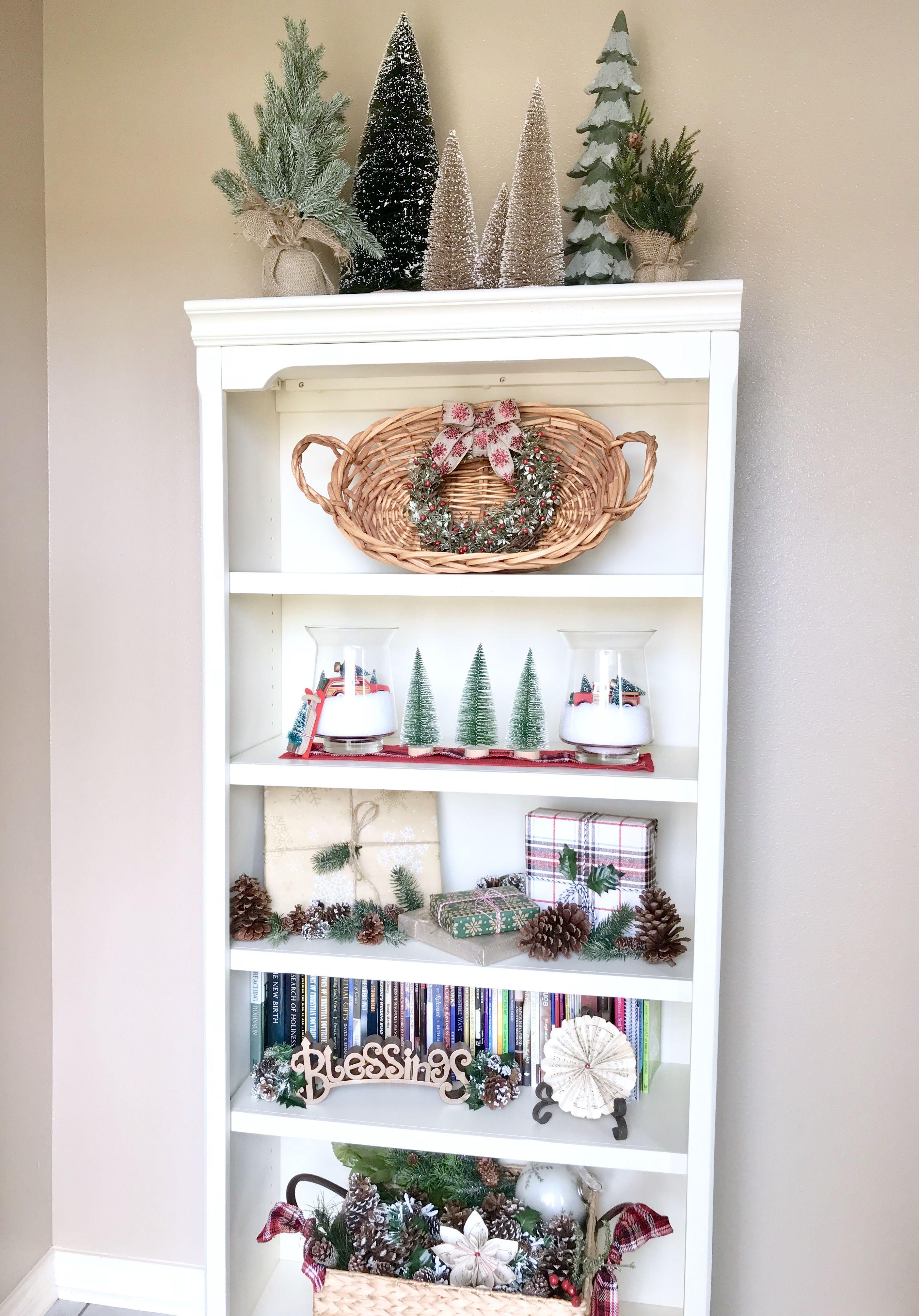 Christmas Bookshelf Decor Styling Bookshelves Book Case Decor Wrap Boxes For Christmas Decor Mi Christmas Bookshelf Christmas Vignettes Christmas Decor Diy