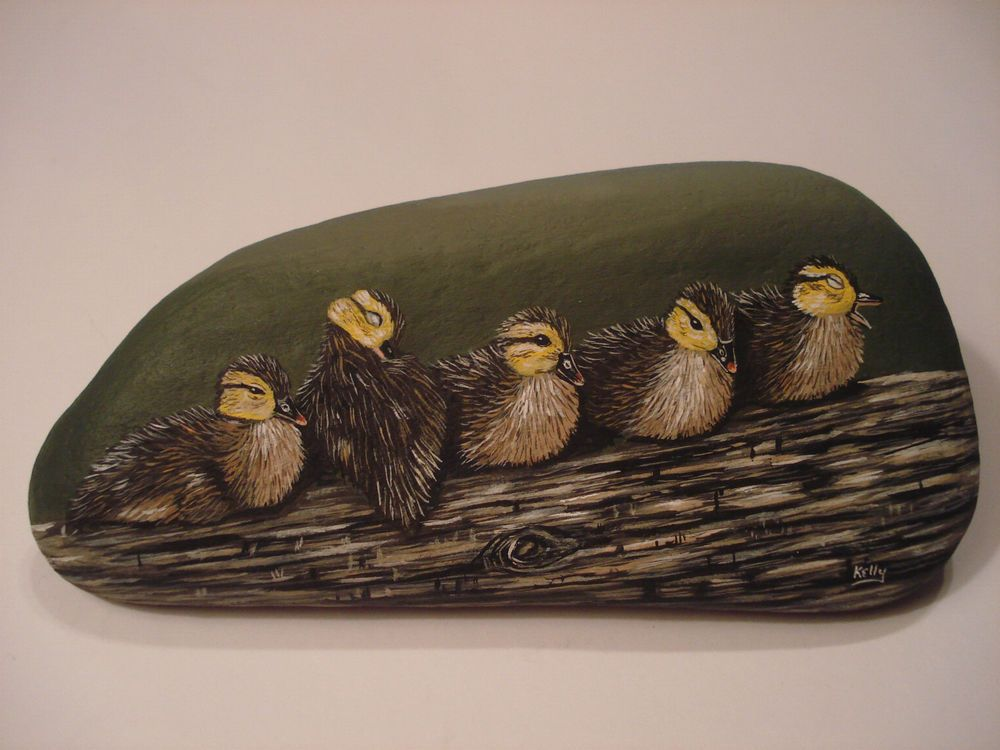 Five+Duckings+Baby+Ducks+hand+painted+on+a+rock+by+Ann+Kelly+#Realism