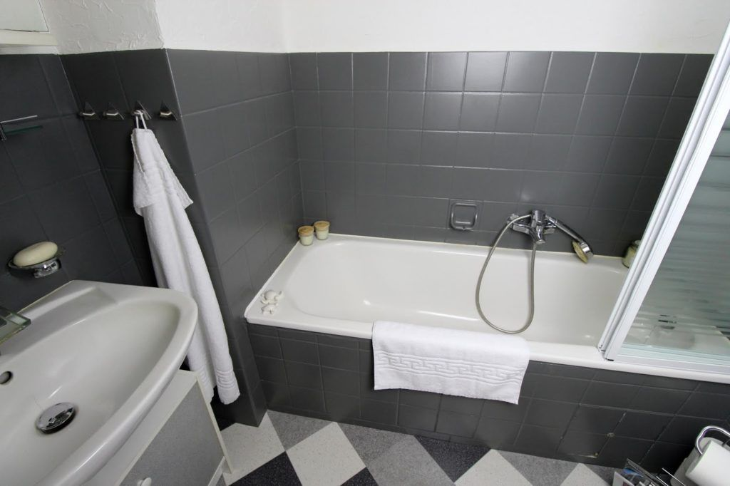 Diy Badezimmer Make Over Einfaches Recylcing Mit Der Schoner Wohnen Pep Up Renovierfarbe Fur Fliesen Fliesen Renovieren Diy Badezimm Badezimmer Streichen Badezimmer Und Renovieren