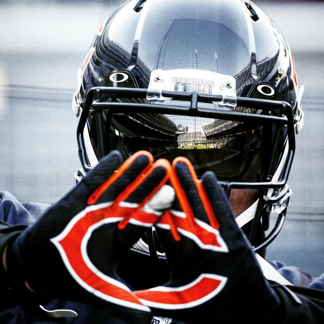 Put Em Up Bears Fans It S Friday Chicago Bears Chicago Bears Wallpaper Chicago Bears Logo