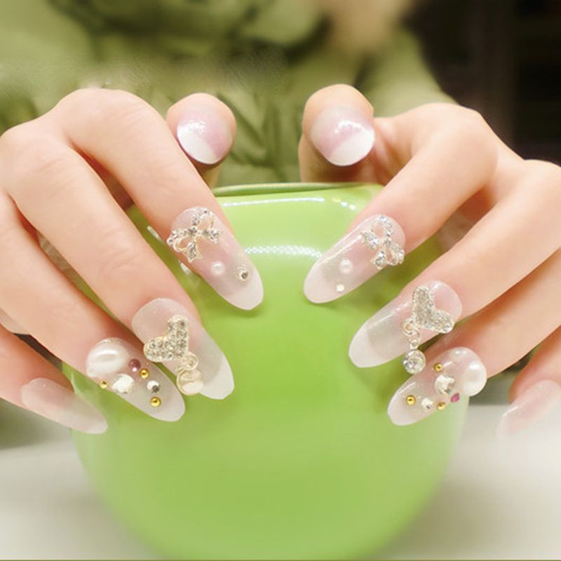 Pin de Fuyuan Wu en Bride Nail Art Tips For Wedding | Pinterest