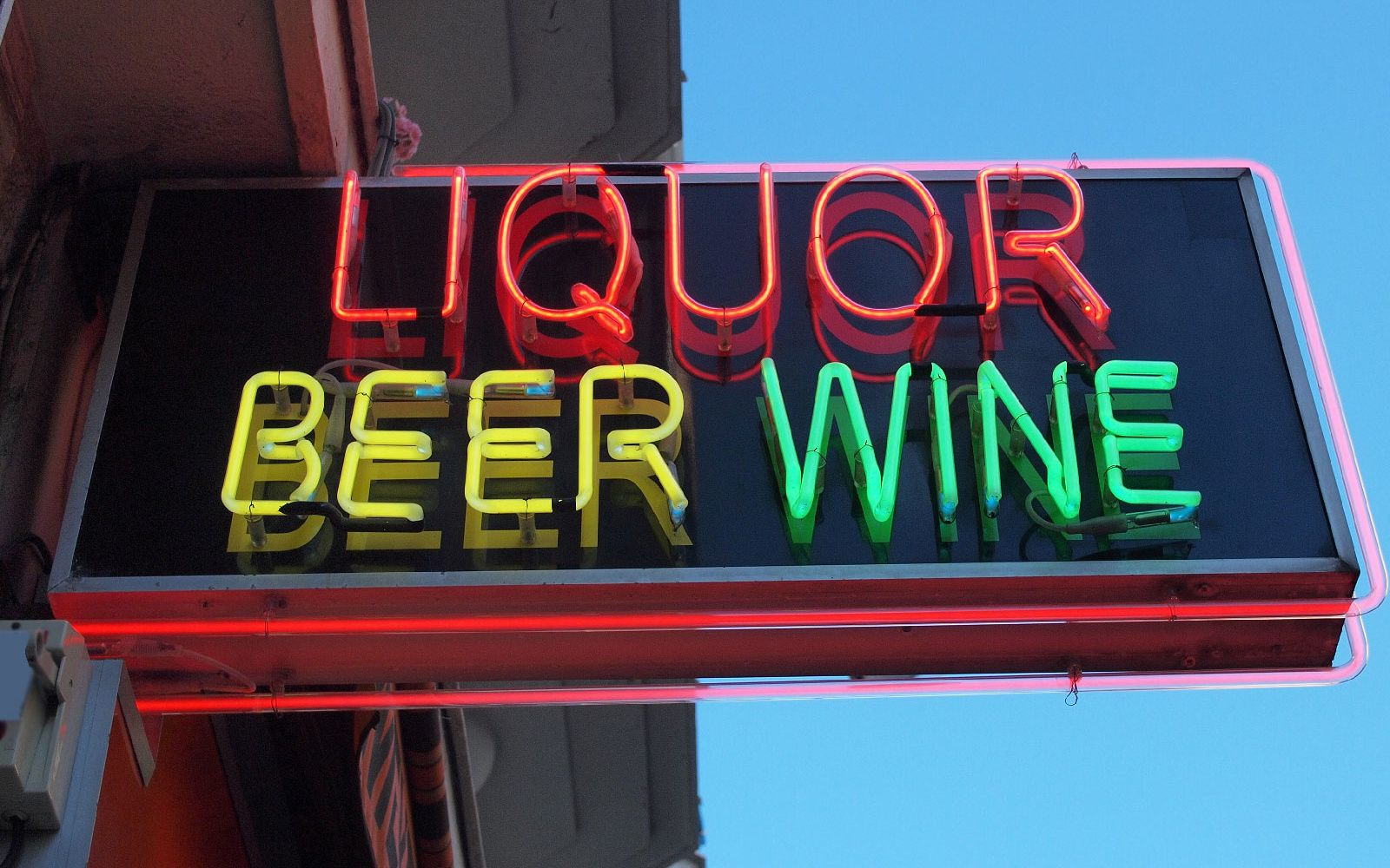 Amazon Might Open A Tiny Liquor Store In San Francisco Liquor Store Wine Store Design Liquor