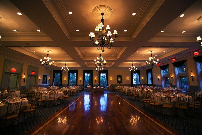 Find Dyker Beach Golf Course Wedding Venues One Of Best Wedding Venues In Brooklyn Golf Course Wedding Photos Golf Course Wedding Wedding Venues