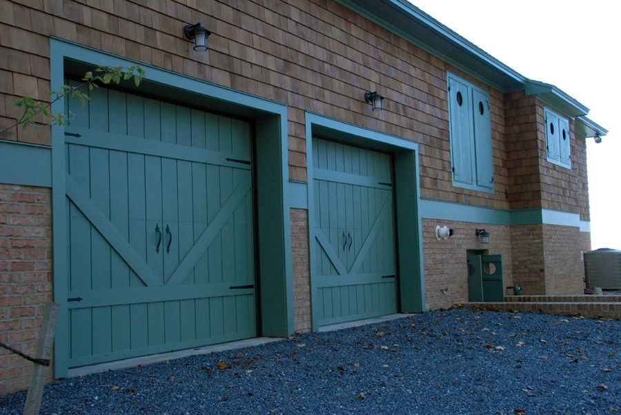 Barn doors driveway gates home inspiration for Garages that look like barns
