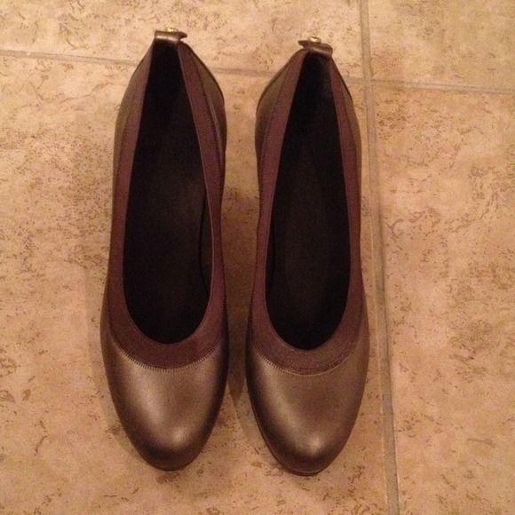 Dark slate Stuart Weitzman heels Beautiful hardly worn heels by Stuart weitzman Stuart Weitzman Shoes Heels