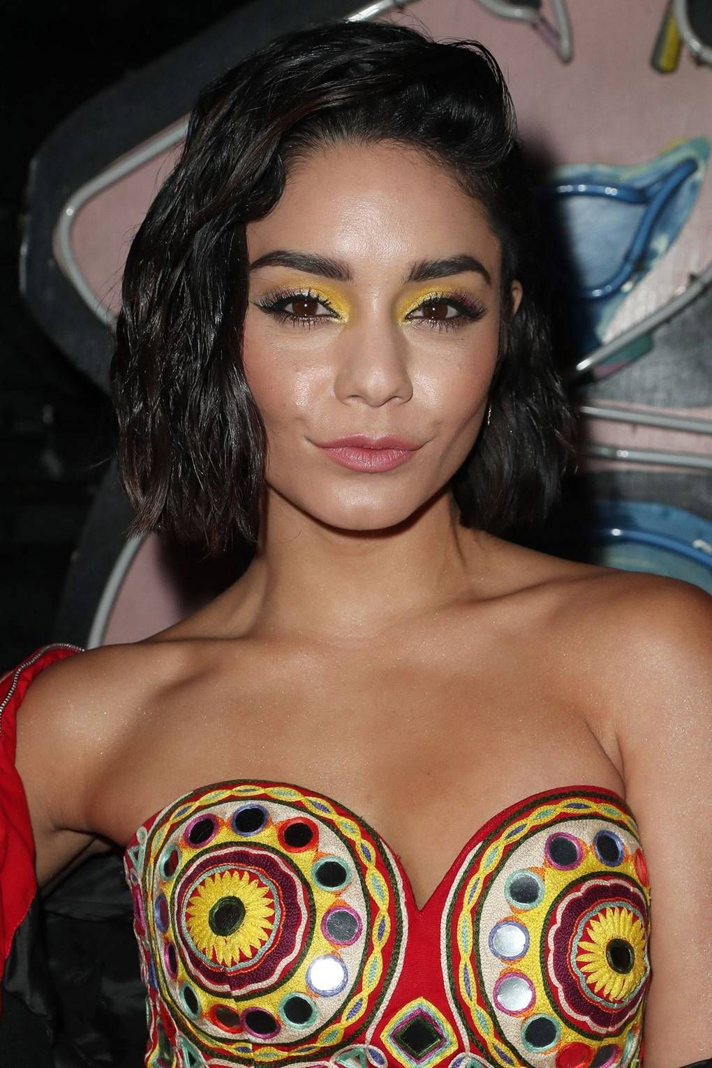 Bold bright eye makeup how the celebrities do it