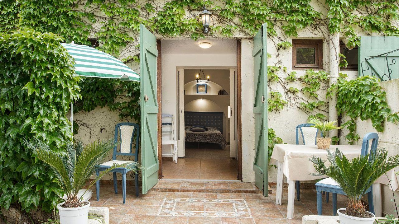 Studio Proche Plage Presquile Giens Decoration Exterieur Locations Vacances Et Vacances En France