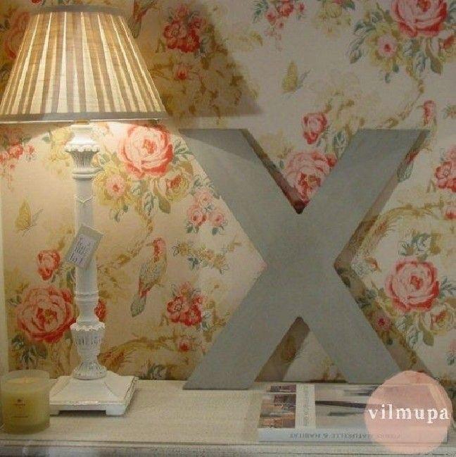 L mpara de madera blanca francesa con pantalla papel for Papel pintado madera blanca