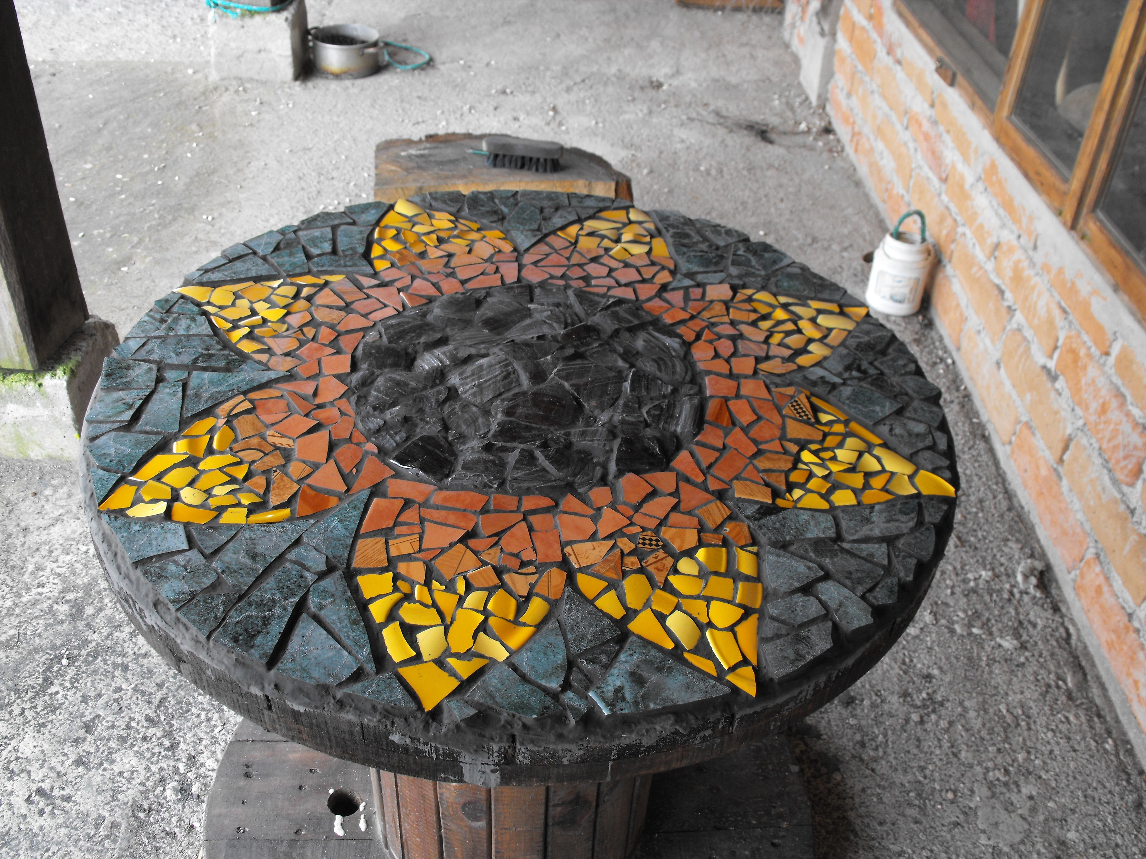 mosaic table made on an old cable drum mosaic tables pinterest spool tables table and mosaic. Black Bedroom Furniture Sets. Home Design Ideas