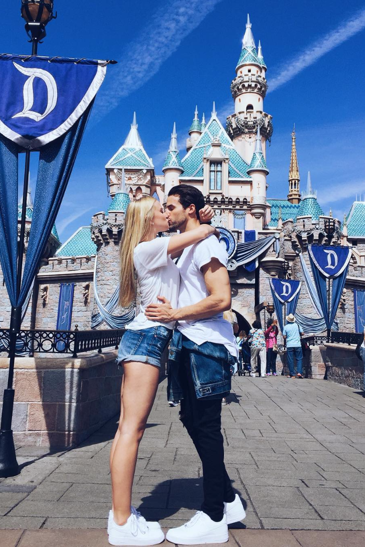 19 cute photo ideas for couples headed to disneyland for Vacations ideas for couples