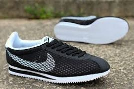 dd43cf7bc8c9 ... Nike Roshe One Customized by Glitter Kicks - Oreo Black   White Paint  Speckle · Nike ...
