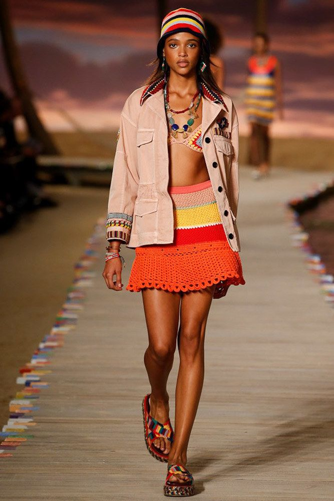 ac03c32e62f Tommy Hilfiger Spring 2016 Ready-to-Wear Collection Photos - Vogue