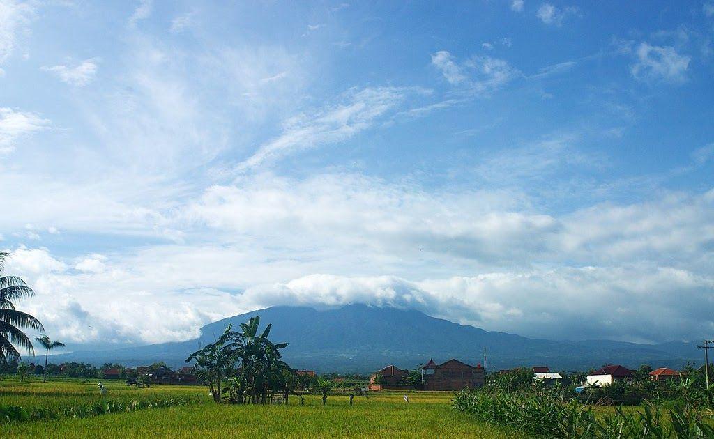 Foto Pemandangan Gunung Hd Unduh Gambar Gambar Gratis Yang Menakjubkan Tentang Pemandangan Gunung Untuk Digunakan Gratis Tida Di 2020 Pemandangan Gambar Awan Alpen