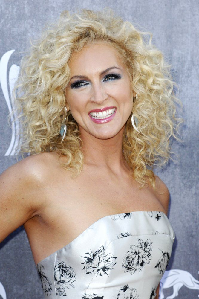 Carrie Underwood Blonde Hairstyle Carrie Underwood Hair Long Hair Styles Country Music Artists