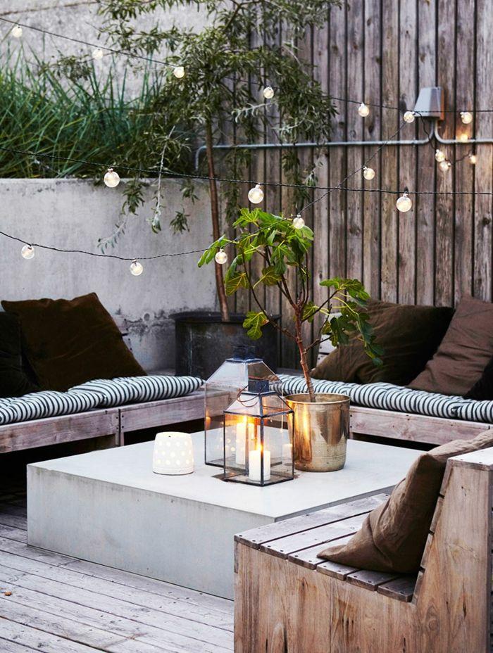 Schon Terrassengestaltung Ideen Schöne Dezente Deko Auf Der Terrasse Vase Blume  Lampen Sofa Paletten