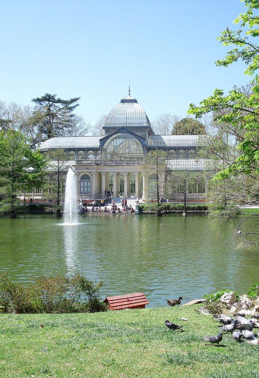 Palacio de cristal en el Parque del Retiro de Madrid, España.