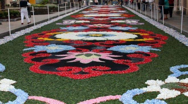 Blog católico de Javier Olivares-baionés jubilado-Baiona: Muchas flores .Cantemos al Amor de los Amores. Puenteareas