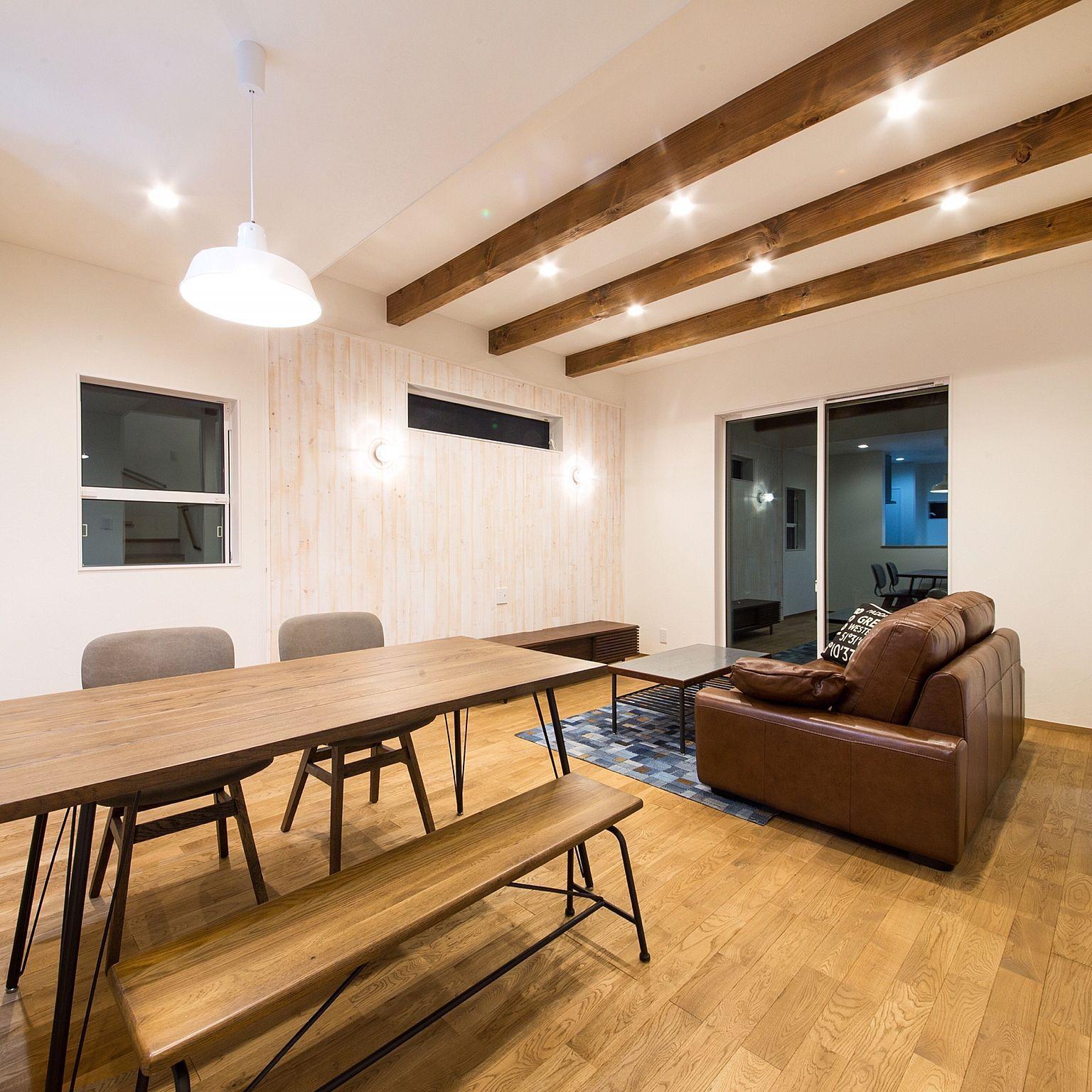 リビング 海を感じる家 梁のある天井 無垢材 梁のあるリビング などのインテリア実例 2017 07 14 00 53 19 Roomclip ルームクリップ リビング 梁 リビング 新築