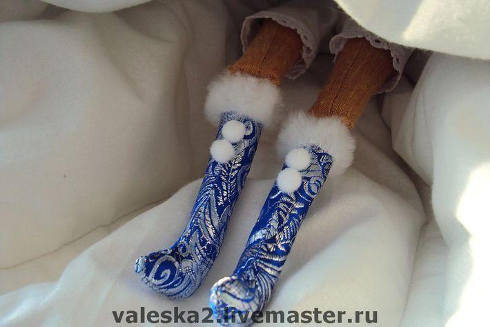 Кукла на чайник Снегурочка в каркасном платье