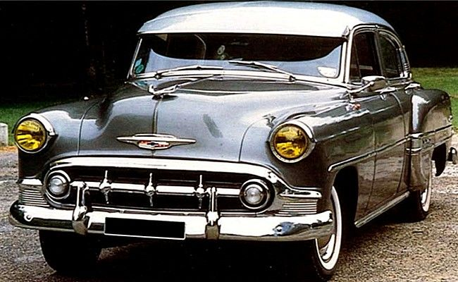 la chevrolet bel air styleline deluxe cette voiture de collection fut produite en 1950 cette. Black Bedroom Furniture Sets. Home Design Ideas