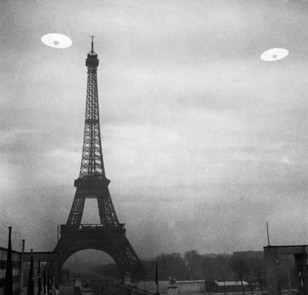 Photo of Print of UFO: PARIS. Photograph of UFOs in Paris, France