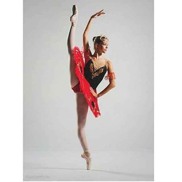 Featuring @jlk_ballet  #fearless #flawless #ballet #youngdancer #ballerina #dance #dancer #pointe #pointeshoes #jlkballet #topicsofballet #tutu #russiandancer #russianballet #technique #flexibility #flexible #split