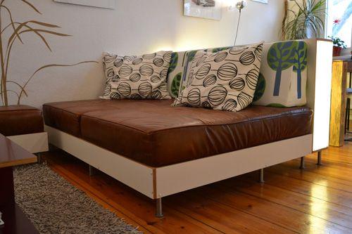 en platzverh ltnisse in unserer wohnung und die vielen funktionen die das sofa bernehmen. Black Bedroom Furniture Sets. Home Design Ideas