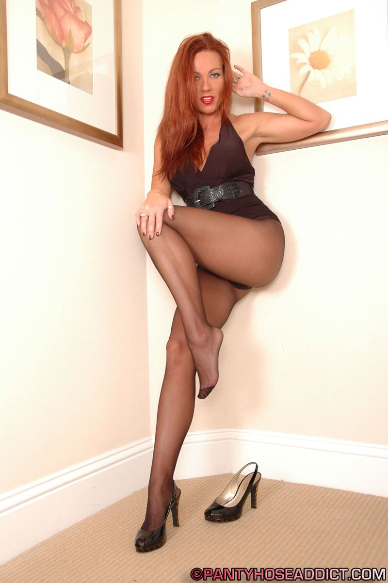 Izzy pantyhose post
