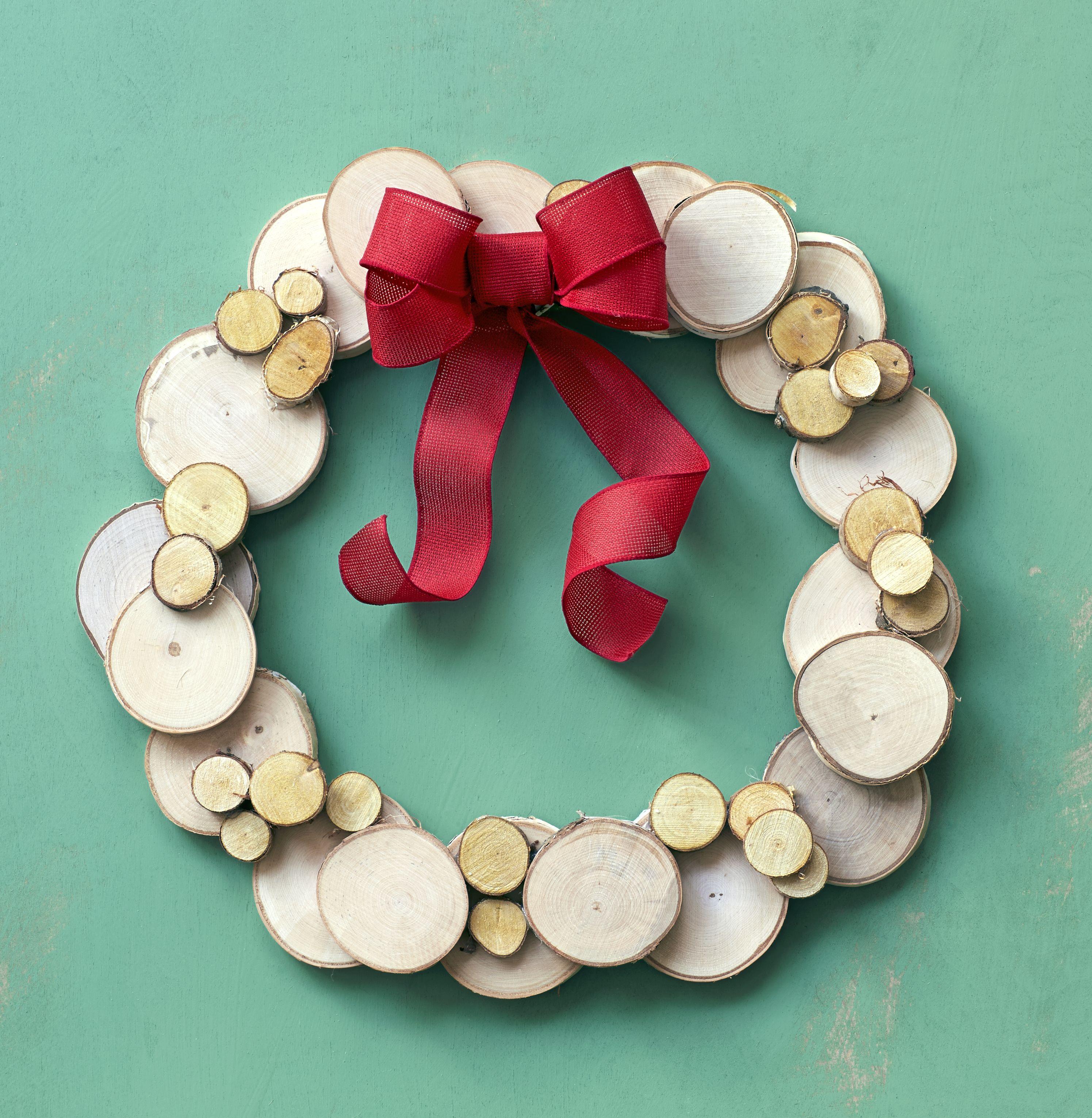 50 festive do it yourself christmas wreath ideas wood wreath 50 festive do it yourself christmas wreath ideas solutioingenieria Images